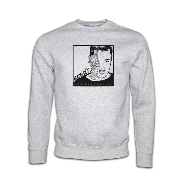 Sweater-grau-Gerrit-hinter-verschlossenen-tueren